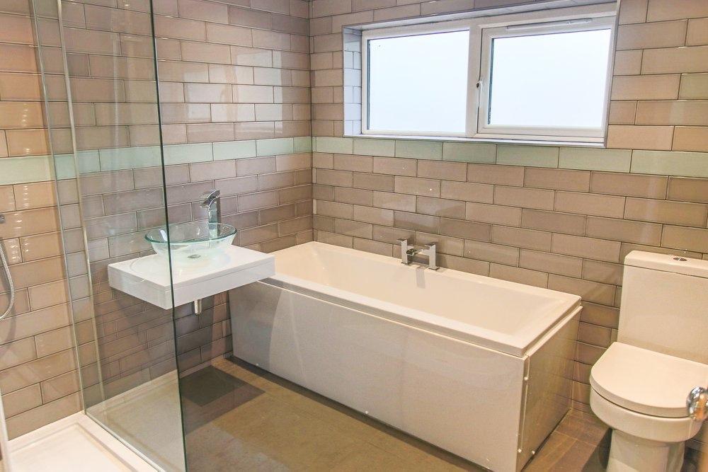 Exquisite en-suite bathroom