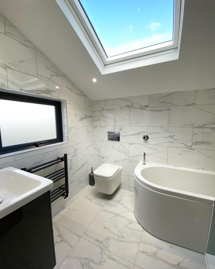 Contemporary high-spec bathroom