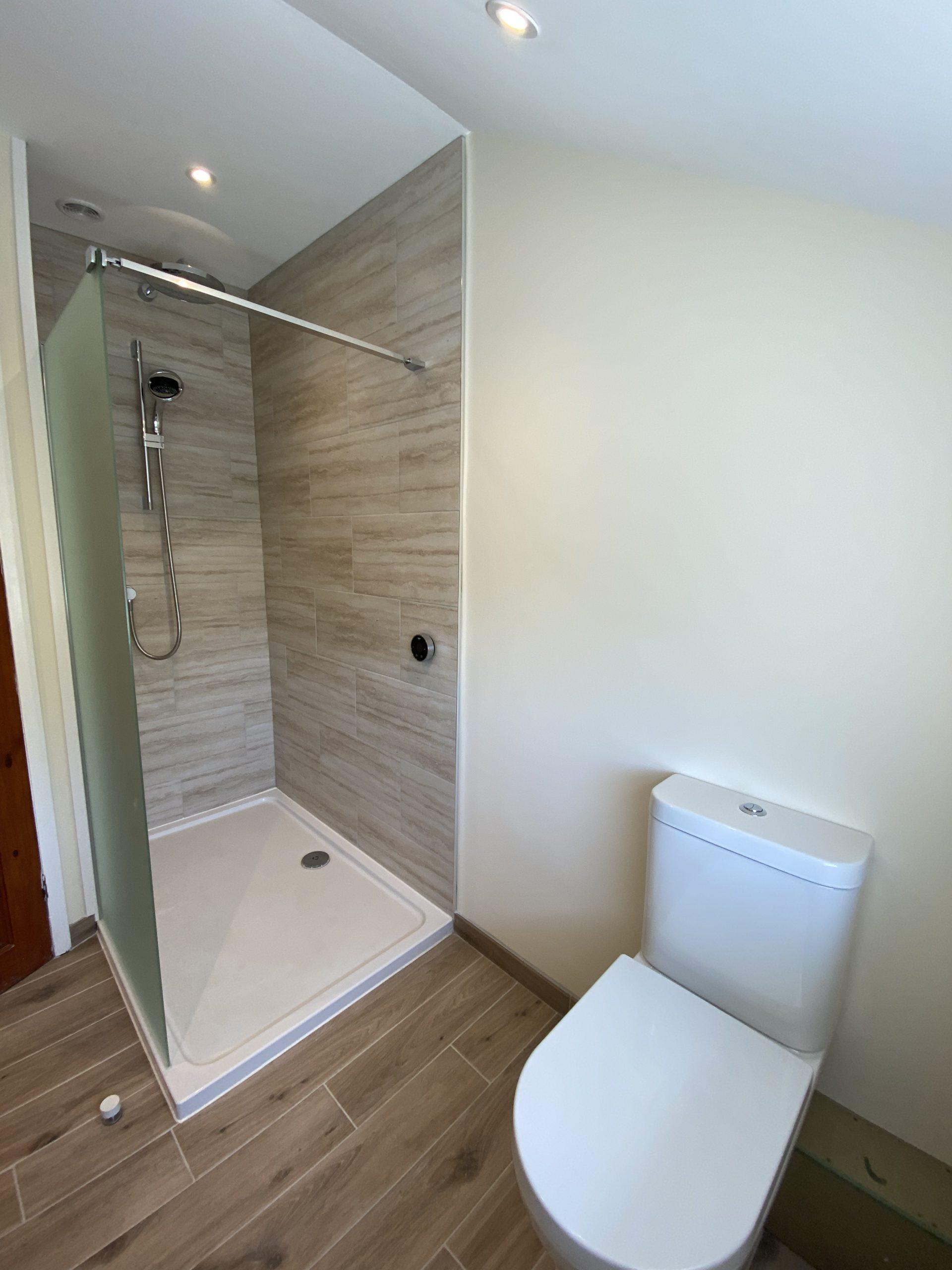 Space-saving wet room